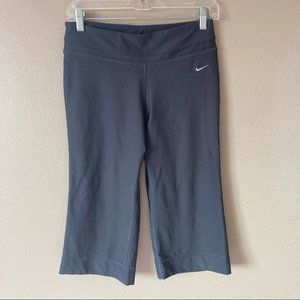 Nike dri-fit dark grey wide leg capris